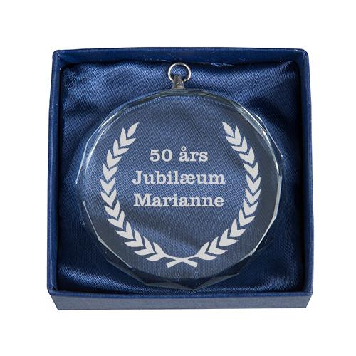 Glas medalje 60mm i gaveæske med lasergravering
