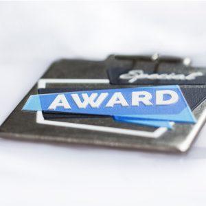 Q Medalje med plus print