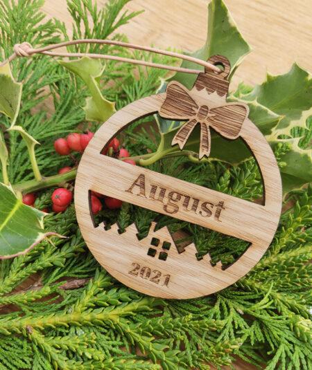 Personlig julekugle i egetræ