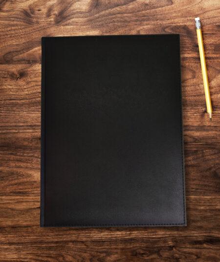 Sort gæstebog på a4 størrelse